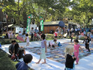 Children on the Boulevard of Broken Dreams, at the center of the New Island Festival